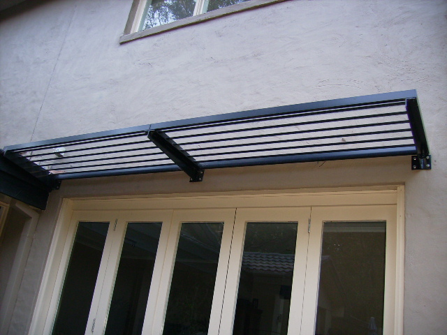 Aluminium Cantilevered Awnings | Retractable Awnings ...