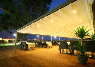 Retractable Roofing Over Alfresco Dining Platform