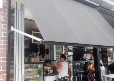 pivot-arm-awning-cafe-venni